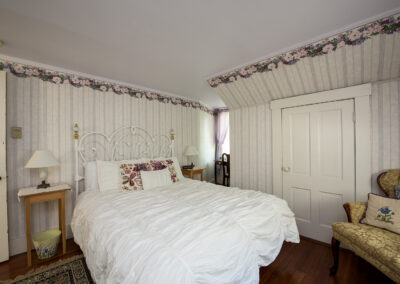 double bed room 2 white wallpaper